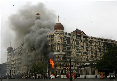 Mumbai Attack: Burnig Taj Mehal Hotel