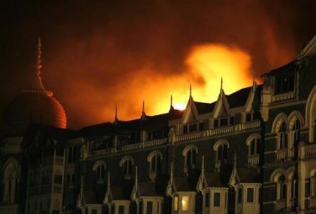 Mumbai Attack: Taj Mehal hotel Ablazed